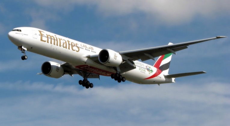 Emirates_b777-300er_a6-ebm_arp