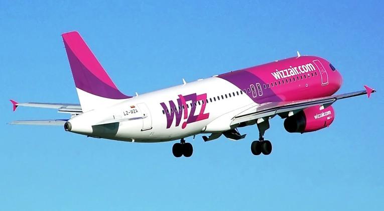 Whizzair.a320-200.lz-wza.fromrear.arp