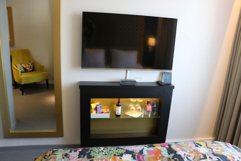 Vegg montert stort fjernsyn