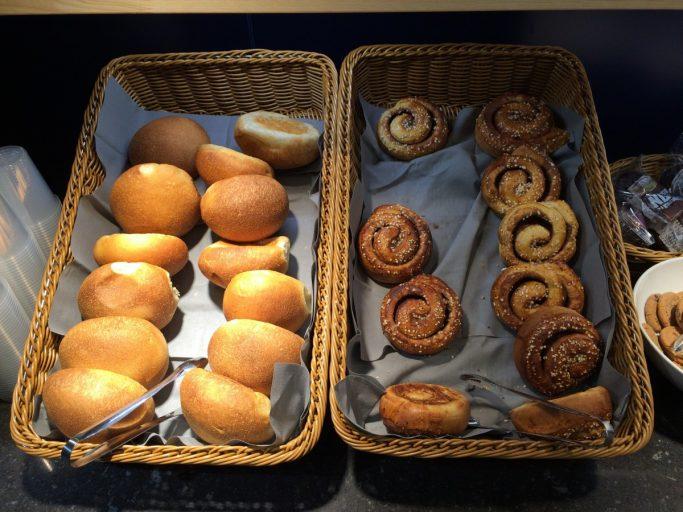 Utvalget av mat i SAS Café Lounge ved Vigra.