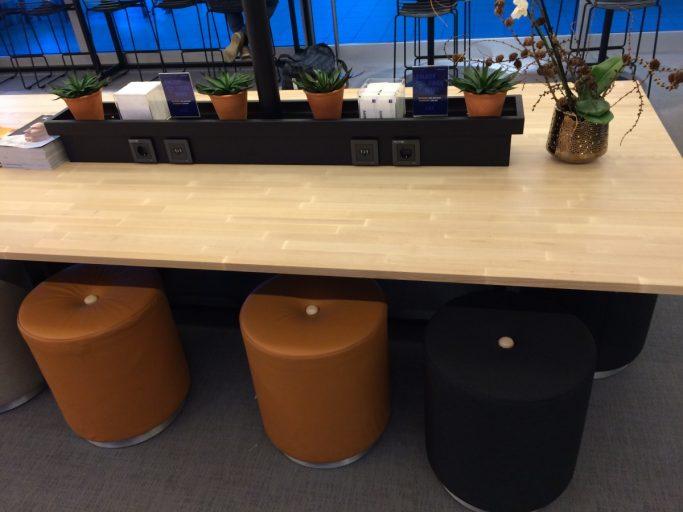 Sitteplasser SAS Café Lounge.