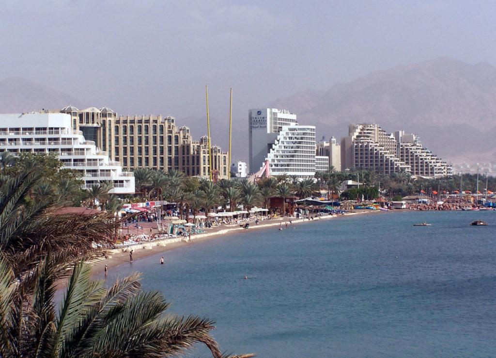 Eilat, nordlige strand. Foto: Wikimedia / Henrik Sendelback CC3.0