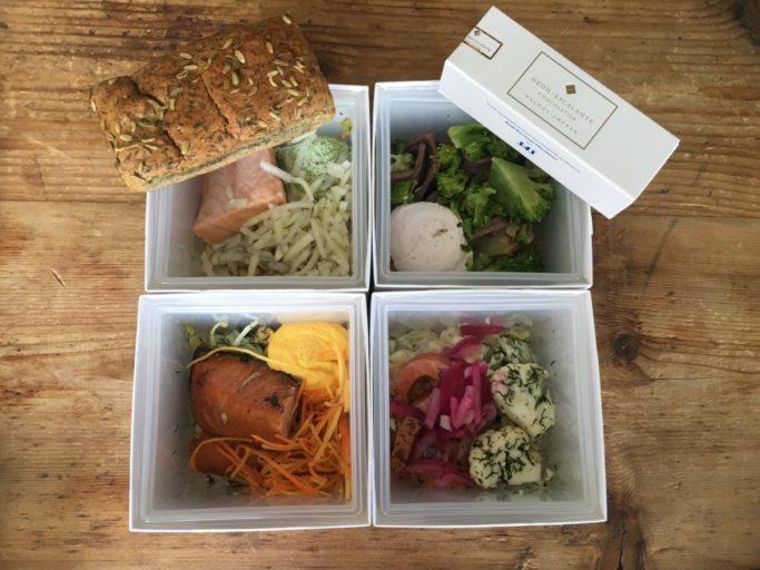 """4 eksempler på hvordan maten presenteres i """"kubene""""."""