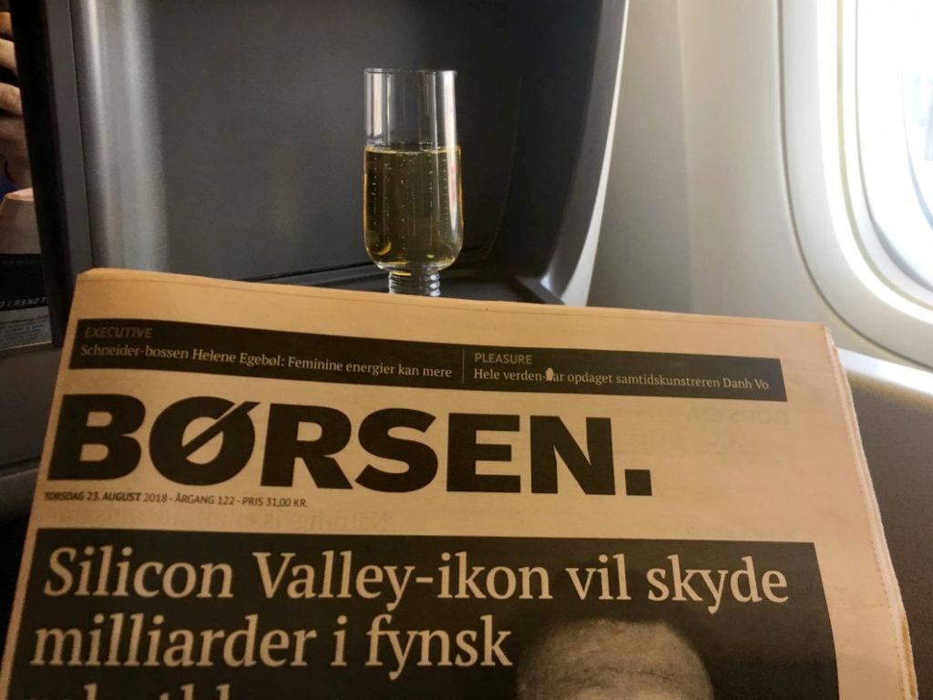 Champagne og avis