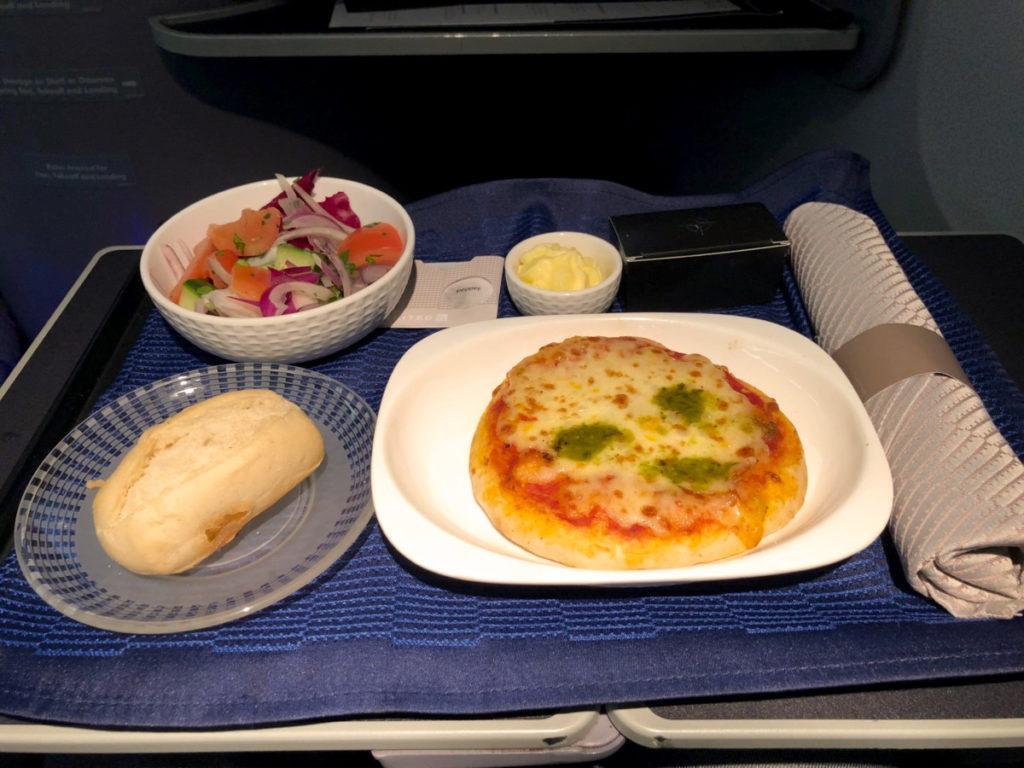 Pizza med salat