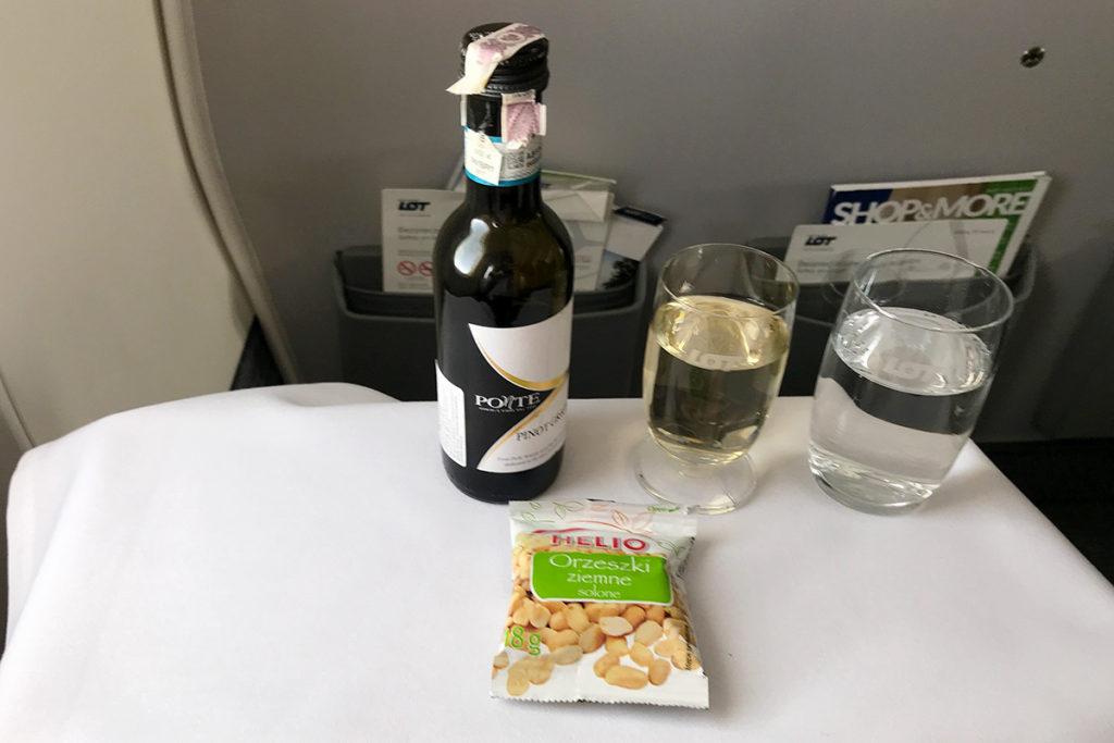 Drikke og snacks før maten fra Warszawa til Paris