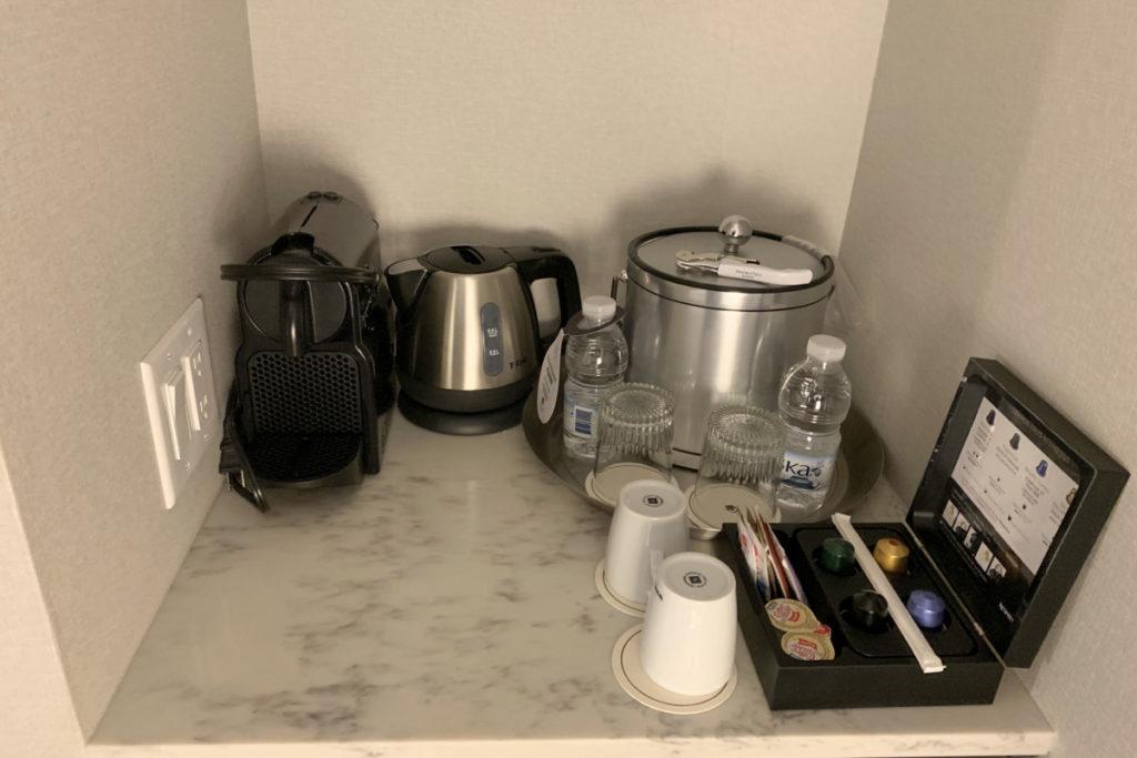Executive rom vannkoker og kaffemaskin
