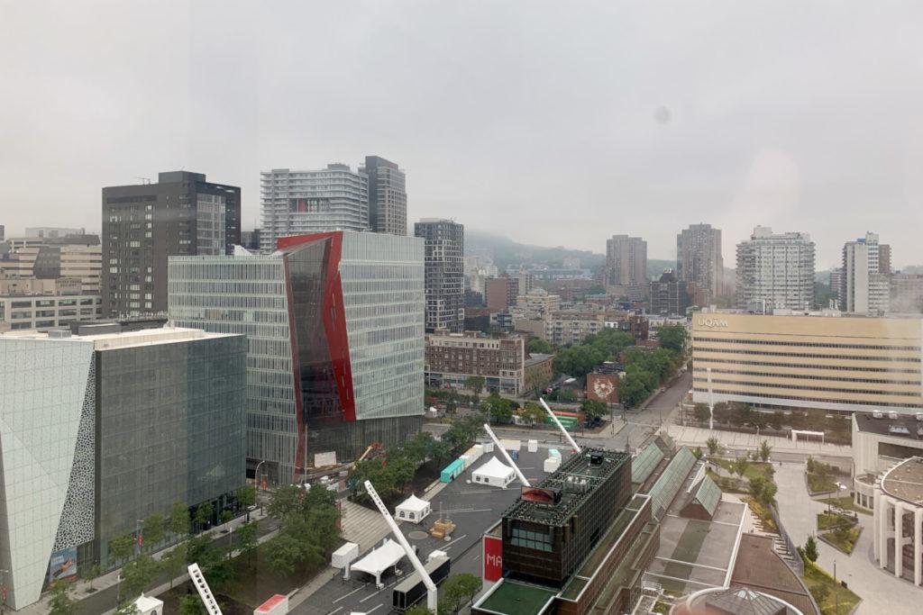 Utsikt fra hotellrommet på dagtid