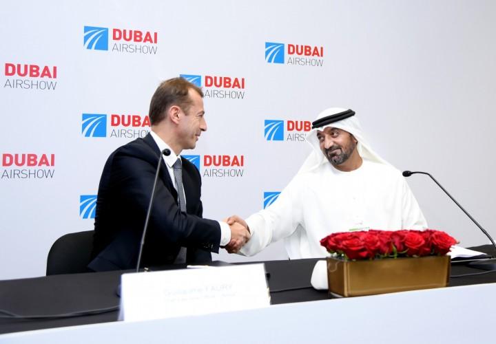 Avtalen ble signert av styreformann og konsernsjef i Emirates, Sheikh Amed bin Saeed Al Maktoum, og administrerende direktør i Airbus Guillaume Fury.