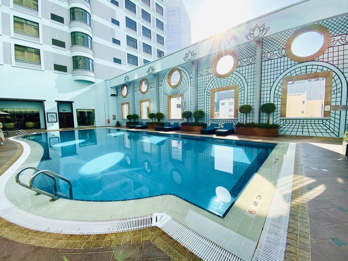 Utendørs svømmebasseng på Sheraton Saigon Hotel & Towers
