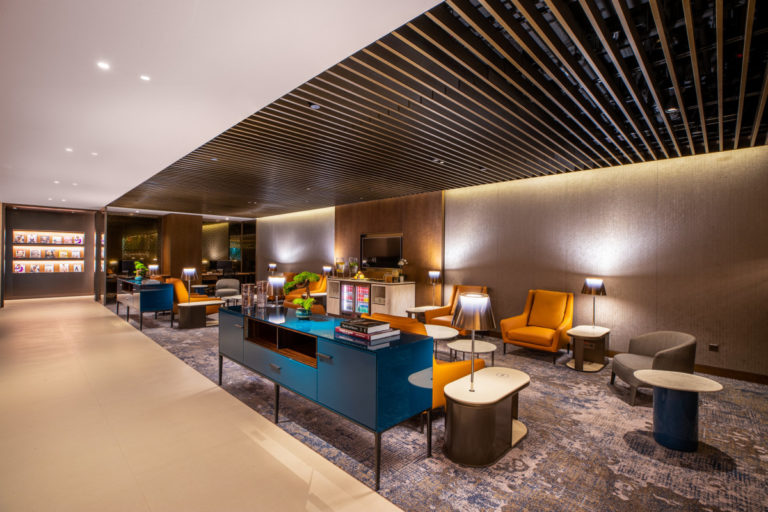 Qatar Airways Premium Lounge Singapore Changi