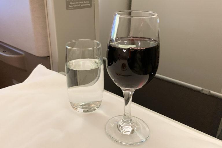 Rødvin og vann