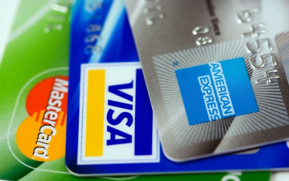 Fortsett å bruke kredittkortene
