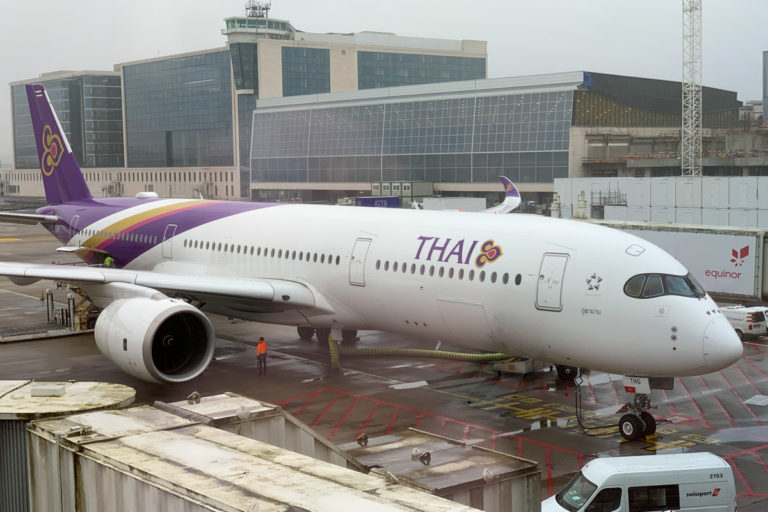 Thai Airways Airbus A350 ved gate på Brussels Airport