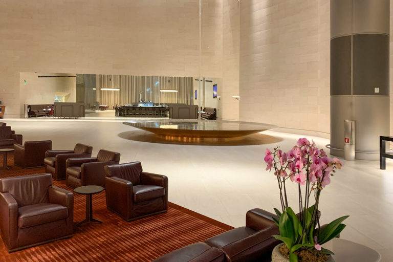 Qatar Airways Al Safwa First Class Lounge har sitteplass for mer enn 500 gjester
