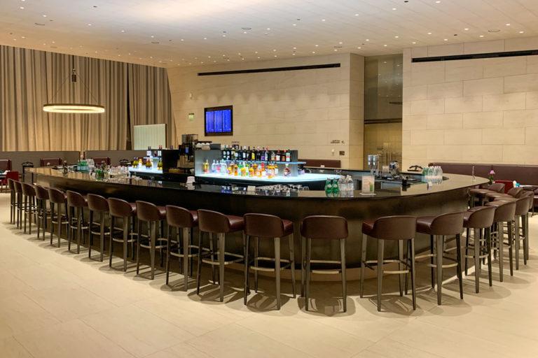 Qatar Airways Al Safwa First Class Lounge restaurant og bar