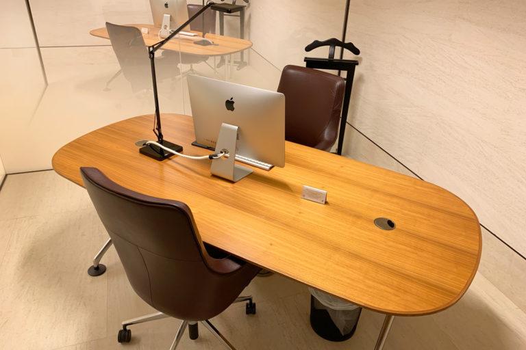 Forretningssenter med private kontorer og iMac
