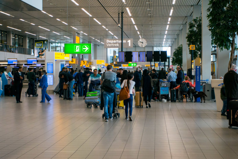 Sosial distansering vil bli viktig når man reiser med fly, også i tiden etter pandemien