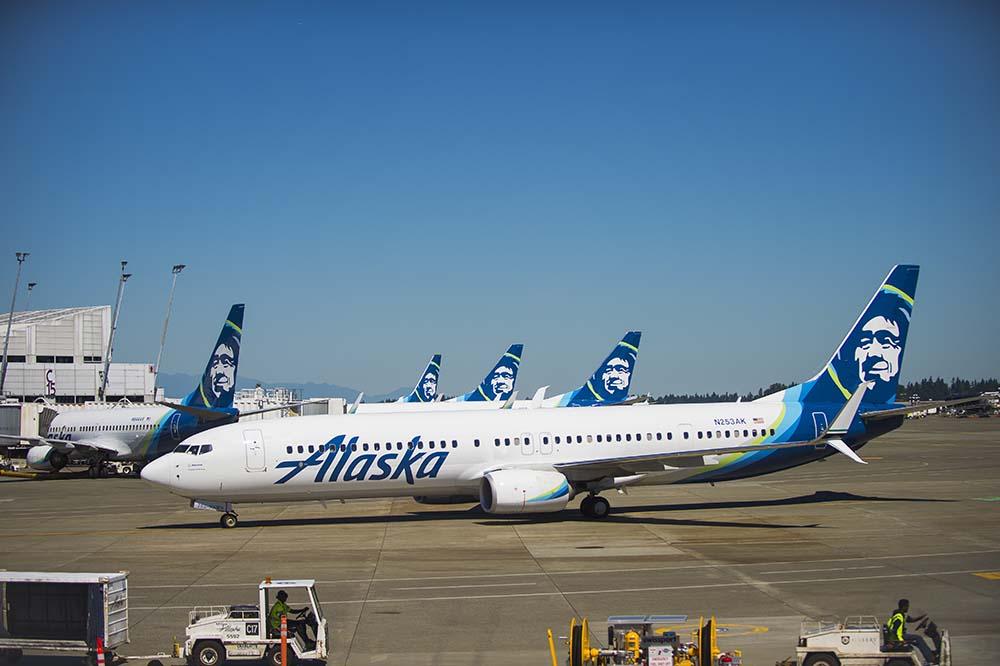 Alaska Airlines Boeing 737 på SOF
