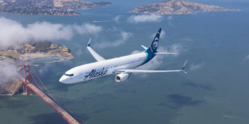 Alaska Airlines Boeing 737 over San Francisco