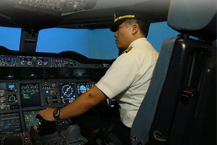 Behind the scenes hos Singapore Airlines tar deg med i selskapets flysimulator